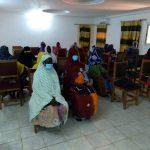 Crédit ACODIS : Formation des 27 femmes des communes de Soni aliber, Gabero et Anchawadj sur les thèmes : leadership communautaire et politique, citoyenneté, gestion simplifiée des activités génératrices de revenus, en vie associative et économique. tenue à Gao dans salle de conférence du gouvernorat du 18/12/2020 au 21/12/2021.